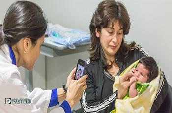 OFTALMÓLOGA DE CLÍNICA PASTEUR PATENTA APLICACIÓN QUE PERMITE DIAGNOSTICAR TUMORES OCULARES INFANTILES EN ETAPAS TEMPRANAS.